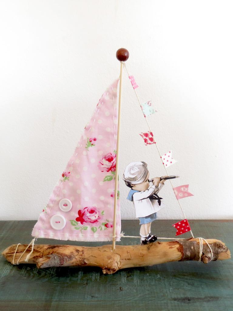 סירת עץ שלישית